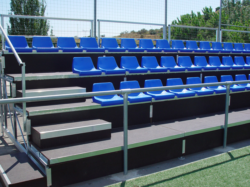 Gradas desmontables con asiento de polipropileno con for Diseno de gradas